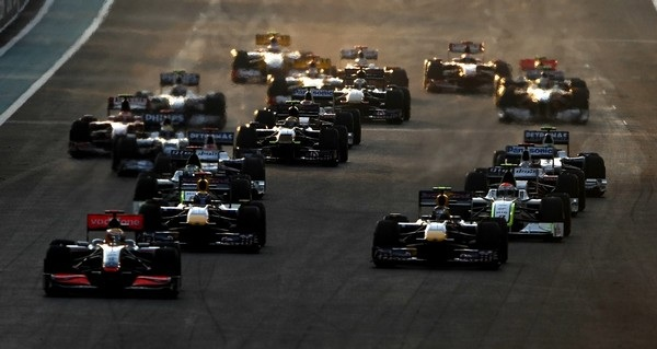 Drivers take the start of the Abu Dhabi