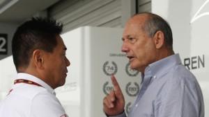 Ron-Dennis-y-Yasuhisa-Arai--jefes-de-McLaren-y-Honda-respectivamente-[1]