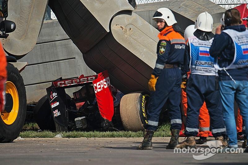 f1-russian-gp-2015-carlos-sainz-z-crashed-toro-rosso[1]