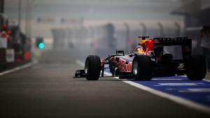 formula-1-sebastian-vettel-vettel-red-bull-rb7-2011-grand-prix-shanghai-pit-lane-f1-f1[1]