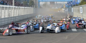 Formula E cars battle for positions at the start of the Formula E race near the Bird's Nest stadium in Beijing on September 13, 2014. AFP PHOTO / GOH CHAI HIN        (Photo credit should read GOH CHAI HIN/AFP/Getty Images)