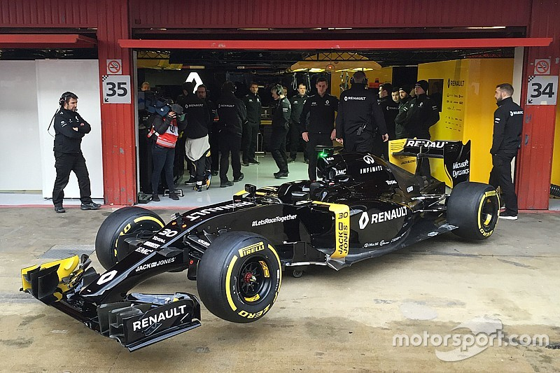 f1-barcelona-february-testing-2016-renault-sport-f1-team-rs16-roll-out