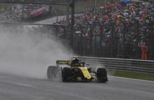 Carlos Sainz brilla en la lluvia de Hungría. 5º en clasificación. EFE